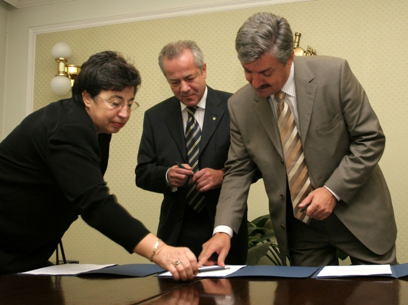 Contract_Signing_5