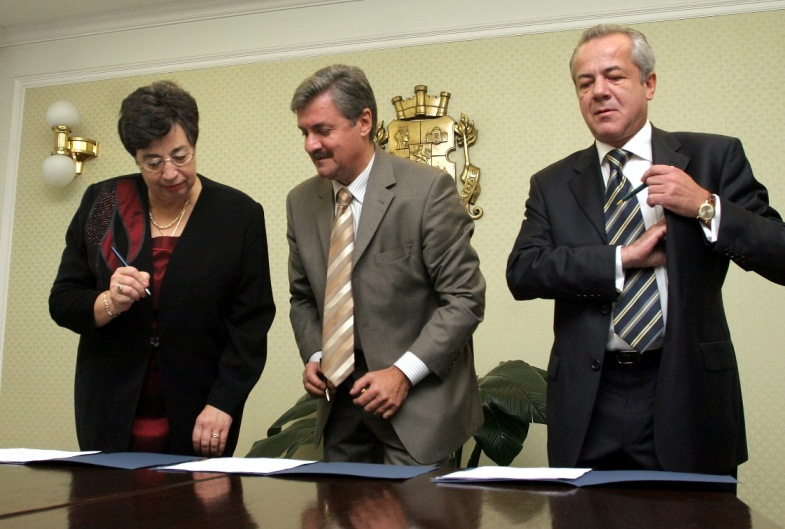 Contract_Signing_7