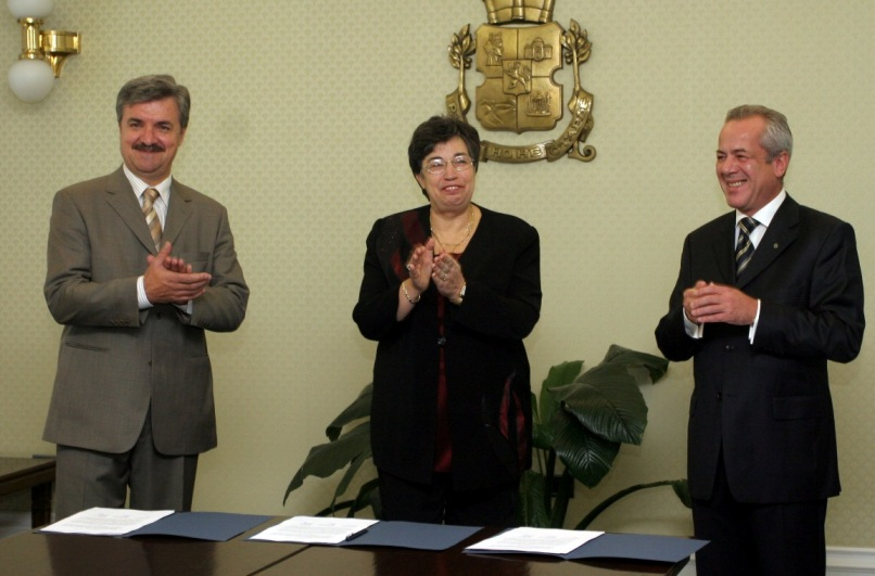 Contract_Signing_8